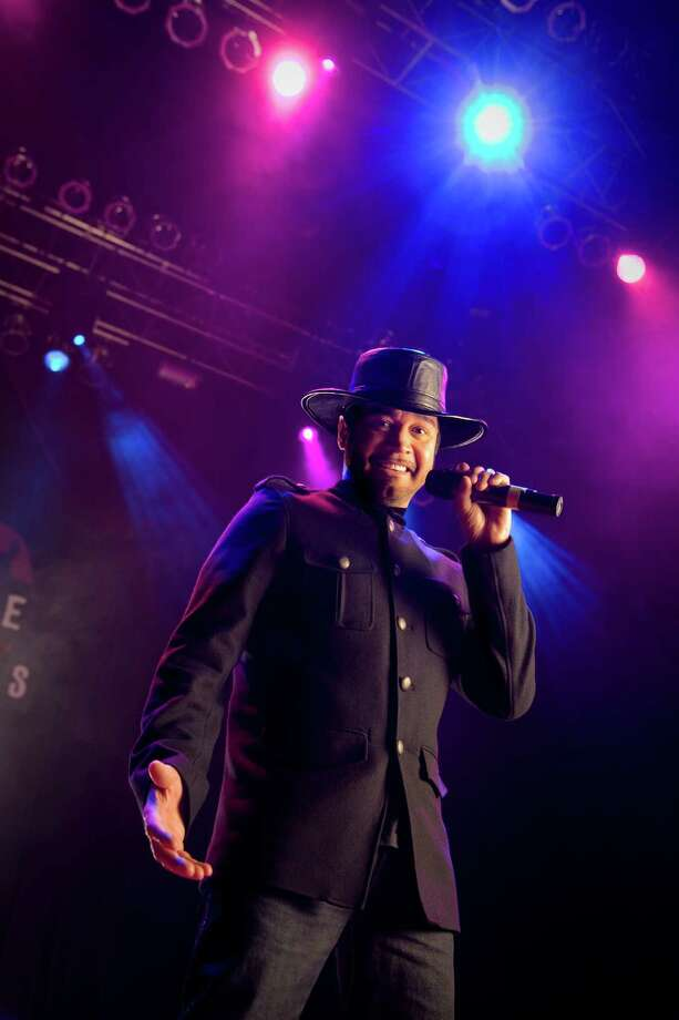 Oscar De La Rosa, lead singer for he Tejano group La Mafia at the House of Blues in Houston, Texas on Dec. 2, 2008    2008 Robert Seale.   Robert Seale Photography www.robertseale.com 832-654-9572 Photo: Robert Seale / Freelance