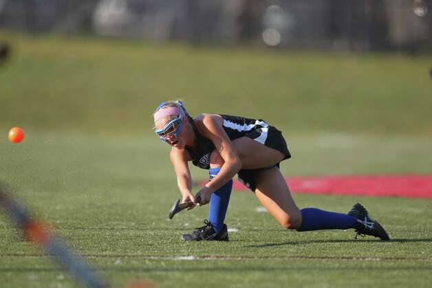 Darien field hockey player Kat Huber drives the ball upfield during second half field hockey action New Canaan, Conn. on Wednesday, Sept. 12, 2012. Photo: J. Gregory Raymond / Stamford Advocate Freelance;  © J. Gregory Raymond/for The Advocate