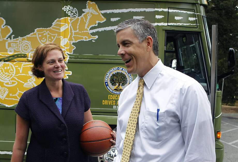 Sequoia High School Principal Bonnie Hansen chats with Education Secretary Arne Duncan. Photo: Paul Chinn, The Chronicle