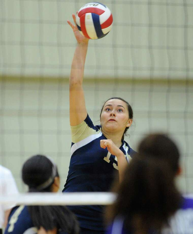 Brianna Sotello came through with 21 kills and 18 digs to lead No. 5 O'Connor, which outlasted Warren 25-17, 22-25, 25-21, 25-19 in District 27-5A play on Wednesday. Photo: Billy Calzada, San Antonio Express-News / © San Antonio Express-News