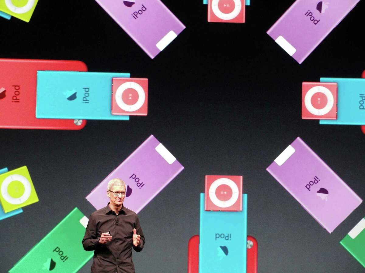 Apple CEO Tim Cook presents the new iPod Nano. The device plays video, features a pedometer for fitness apps and comes in seven colors.