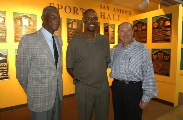 "SPORTS SAN ANTONIO SPORTS FOUNDATION HALL OF FAME 2003 INDUCTEES 10/8/02 From left, John ""Mule"" Miles, Johnny Moore and Linus Baer pose during a press conference of the San Antonio Sports Foundation 2003 Hall of Fame Inductees at the Alamodome on Tuesday, Oct. 8, 2002. Besides the trio, others inductees not present were Warren McVea and Demetria Sance. ( JERRY LARA STAFF ) (SAN ANTONIO EXPRESS-NEWS)"