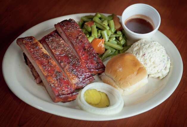 B&B Smokehouse, 2627 Pleasanton Road: A pride of the South Side since 1984, the chicken here sings, but the burgers, chicken-fried steak and a large salad are worth noting. Photo: Darren Abate, Darren Abate/For The Express-New