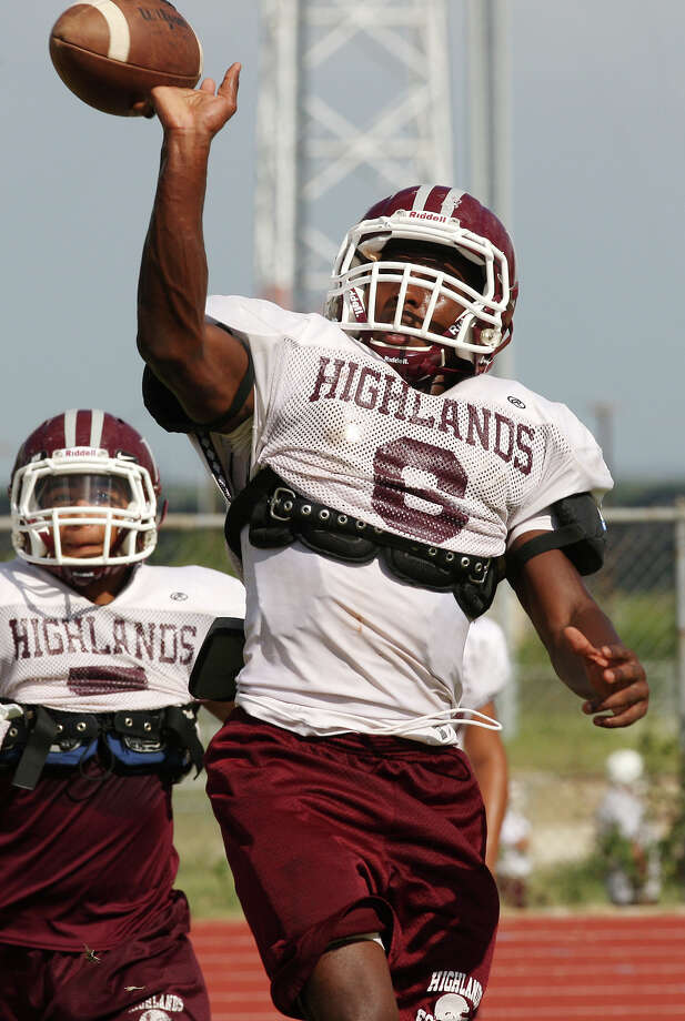 Highlands High School will start its 2017 season with newly hired head coach Hank Willis. Photo: Jerry Lara, San Antonio Express-News / © 2012 San Antonio Express-News