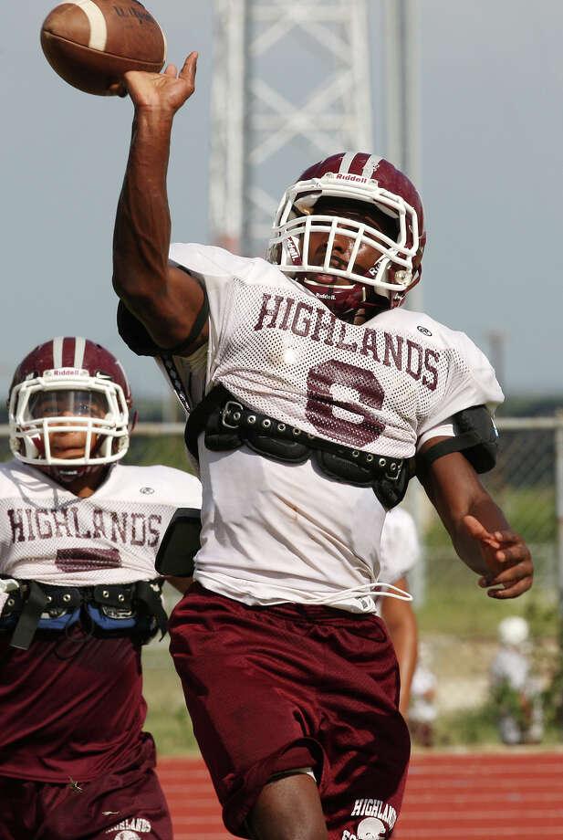 Highlands High School will start its 2017 season with newly hired head coach Hank Willis. Photo: Jerry Lara, San Antonio Express-News / © 2012 San Antonio Express-News