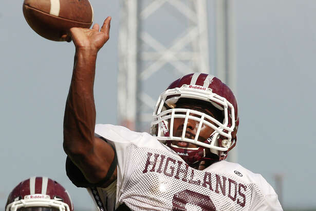 Highlands High School Owls Aaron Ladson, right, goes through a drill during football practice field, Wednesday, Sept. 12, 2012. The Owls broke their 32-game losing streak by beating Uvalde last week.