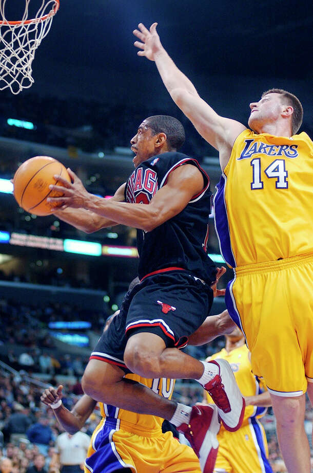 Chicago Bulls' Kevin Ollie goes up for a shot as Los Angeles Lakers' Slava Medvedenko tries to block during the first half, Wednesday night, Feb. 6, 2002, in Los Angeles. Photo: MARK J. TERRILL, (AP Photo/Mark J. Terrill) / Associated Press
