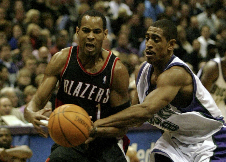 Portland Trailblazers' Derek Anderson, left is fouled by Milwaukee Bucks' Kevin Ollie, right in the first half, Friday Dec. 13, 2002 in Milwaukee. Photo: DARREN HAUCK, (AP Photo/ Darren Hauck) / Associated Press