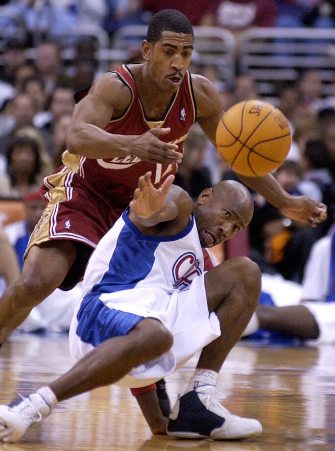 Cleveland Cavaliers' Kevin Ollie, top, tries to steal the ball away from Los Angeles Clippers' Doug Overton during the first half at Staples Center in Los Angeles, Wednesday, Dec. 3, 2003. Photo: CHRIS PIZZELLO, (AP Photo/Chris Pizzello) / Associated Press