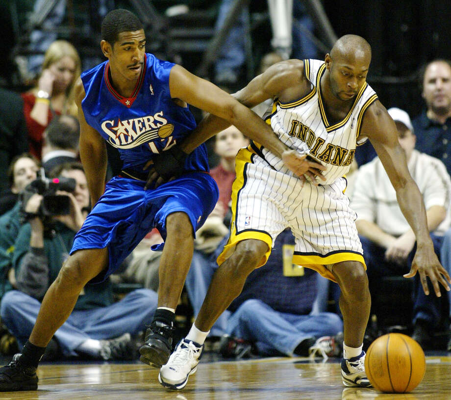 Indiana Pacers guard Anthony Johnson, right, holds off Kevin Ollie of the Philadelphia 76ers as tries to control the ball in the first quarter in Indianapolis Wednesday, Dec. 22, 2004. Photo: MICHAEL CONROY, (AP Photo/Michael Conroy) / Associated Press