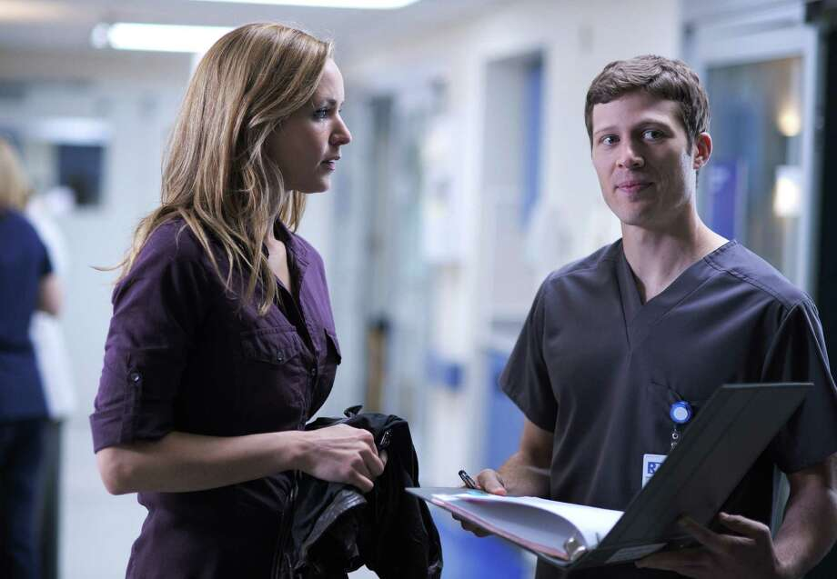"Jordana Spiro and Zach Gilford of ""Friday Night Lights fame sizzle as hospital colleagues/lovers in new Fox drama ''The Mob Doctor'. Photo: Fox"