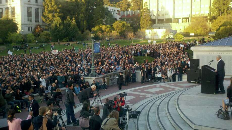 8,500-plus voters turned out to see Ron Paul at town hall meeting at UC Berkeley.