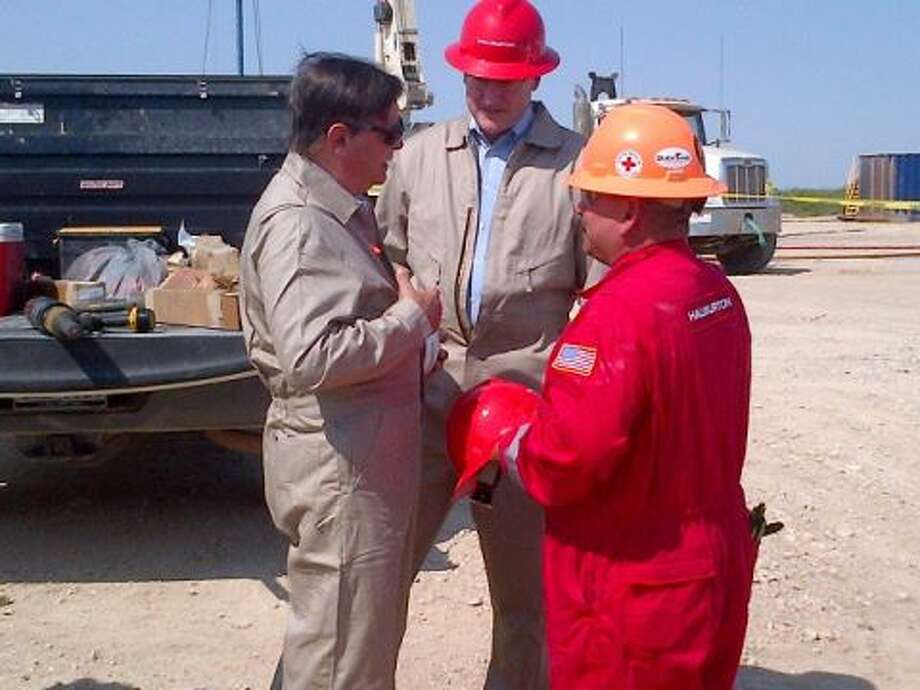 Reps. Francisco Quico Canseco and Rep. Mike Conaway visit a fracking site and talk with crew members.