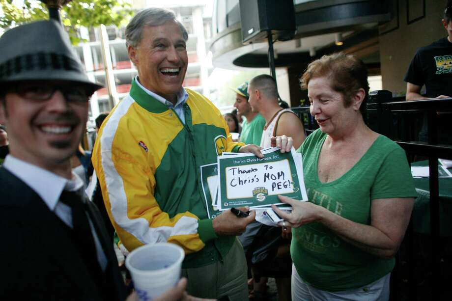 Jay Inslee, candidate for governor, thanks Peg Mazen, mother of arena investor Chris Hansen, during a gathering at FX McRory's. Photo: JOSHUA TRUJILLO / SEATTLEPI.COM