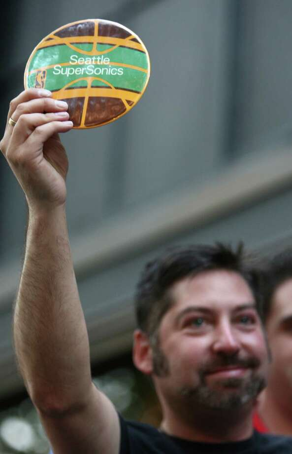 A supporter raises the name of the SuperSonics during a toast. Photo: JOSHUA TRUJILLO / SEATTLEPI.COM
