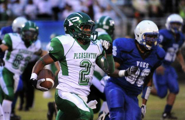 Defensive back Jacob Arevalo of Pleasanton runs against Lanier during high-school football action at the Spring Sports Complex on Thursday, Sept. 13, 2012. Photo: Billy Calzada, Express-News / © San Antonio Express-News