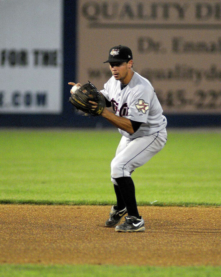 The Hudson Valley Reganades defeated the Tri City ValleyCats 8-3 to take the New York- Penn League Championship. Valley Cat shortstop Joe Sclafani (#4) fields a grounder. Photo: David W Doonan / ©2012 David W Doonan