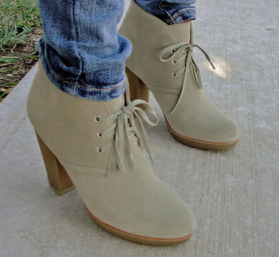 Light beige booties matched casually with a pair of light wash skinny jeans. Photo by Amanda Pellegrin. Photo: New Visions: Journalism & Media Studies