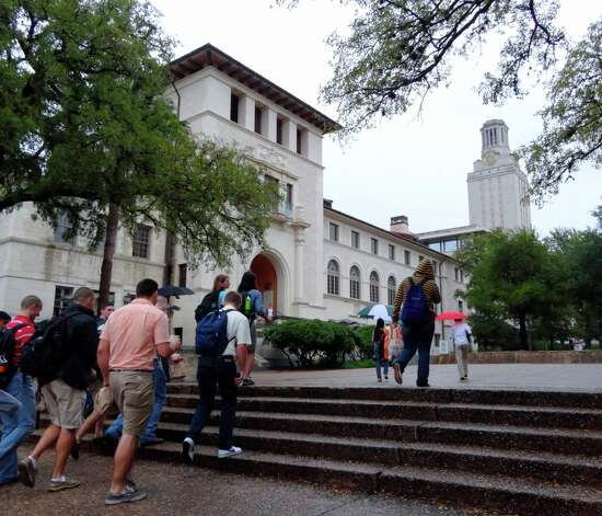 University of Texas at Austin students return to campus about 2½ hours after they were ordered off because of a phoned Bomb threat on Friday, Sept. 14, 2012. Photo: Billy Calzada, San Antonio Express News