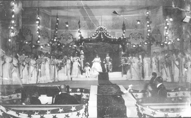 Lola Kokernot, a local debutante, was chosen as the first official Queen of Fiesta in 1900. Photo: Courtesy Of Institute Of Texan Cultures
