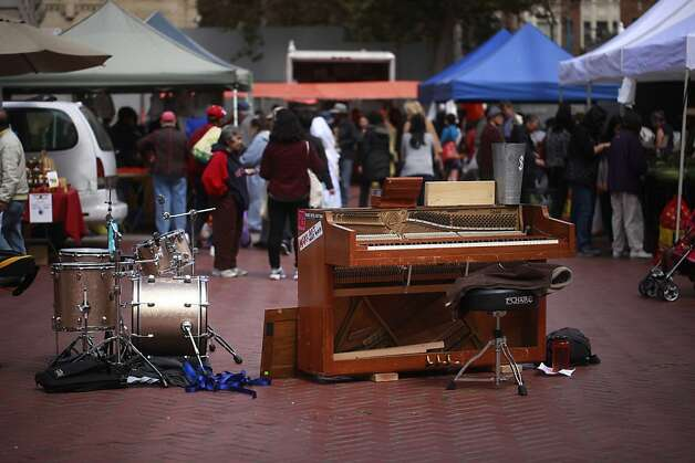 Clangin' and Bangin'  prepare to play at the farmers' market in San Francisco, Calif. Photo: Mike Kepka, The Chronicle
