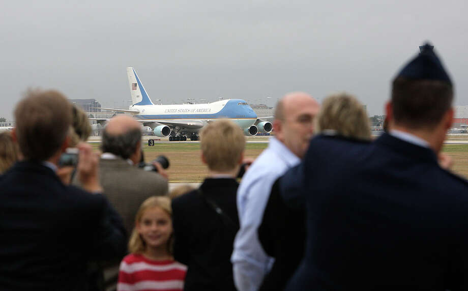 A crowd gathers to watch President George W. Bush and his wife, Laura, arrive on Air Force One in San Antonio on Monday, Oct. 6, 2008. Bush attended a private fundraiser in Alamo Heights. Photo: Jerry Lara, San Antonio Express-News File Photo / glara@express-news.net