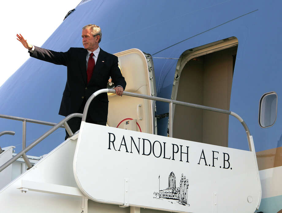 President George W. Bush boards Air Force One Sunday, Sept. 25, 2005, at Randolph AFB in San Antonio before heading to Baton Rouge, La. Photo: William Luther, San Antonio Express-News File Photo / SAN ANTONIO EXPRESS-NEWS