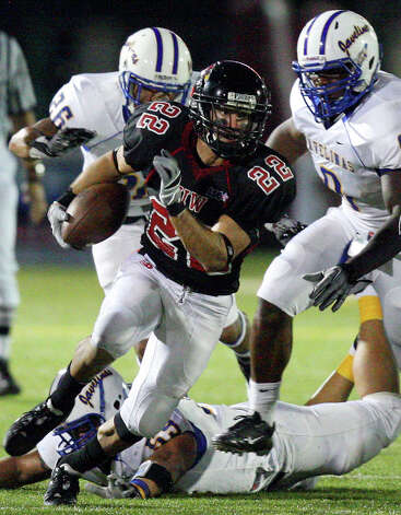 Incarnate Word's Trent Rios heads up field against Texas A&M Kingsville during first half action Saturday Sept. 25, 2010 at Benson Stadium. Photo: EDWARD A. ORNELAS, Express-News / eaornelas@express-news.net