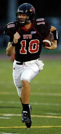 Incarnate Word's Paden Lynch runs downfield against Central Oklahoma during game action at Benson Stadium on Saturday, Sept. 18, 2010. Incarnate Word won in overtime, 42-41.  Photo: MICHAEL MILLER, Express-News / mmiller@express-news.net