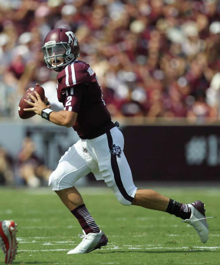 Texas A&M University quarterback Johnny Manziel (2) scrambles to find an open receiver during the first quarter of a NCAA football game against the University of Florida, Saturday, Sept. 8, 2012, at Kyle Field in College Station.  ( Nick de la Torre / Houston Chronicle ) Photo: Nick De La Torre / © 2012  Houston Chronicle