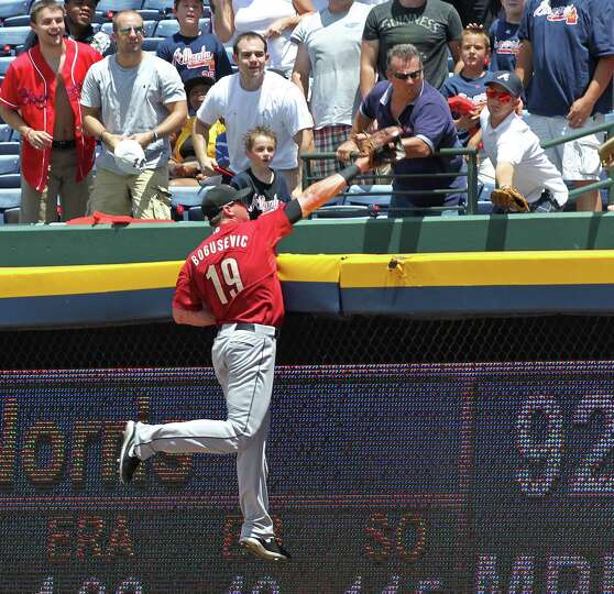 Aug. 5: Braves 6, Astros 1 Astros right fielder Brian Bogusevic climbs the w