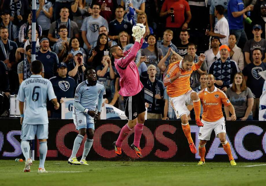 KANSAS CITY, KS - SEPTEMBER 14:  Goalkeeper Tally Hall #1 of Houston Dynamo makes a save during the MLS game against Sporting KC at Livestrong Sporting Park on September 14, 2012 in Kansas City, Kansas. Photo: Jamie Squire, Getty Images / 2012 Getty Images