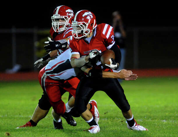 Boys football action between Masuk and Pomperaug in Monroe, Conn. on Friday September 14, 2012. Photo: Christian Abraham / Connecticut Post