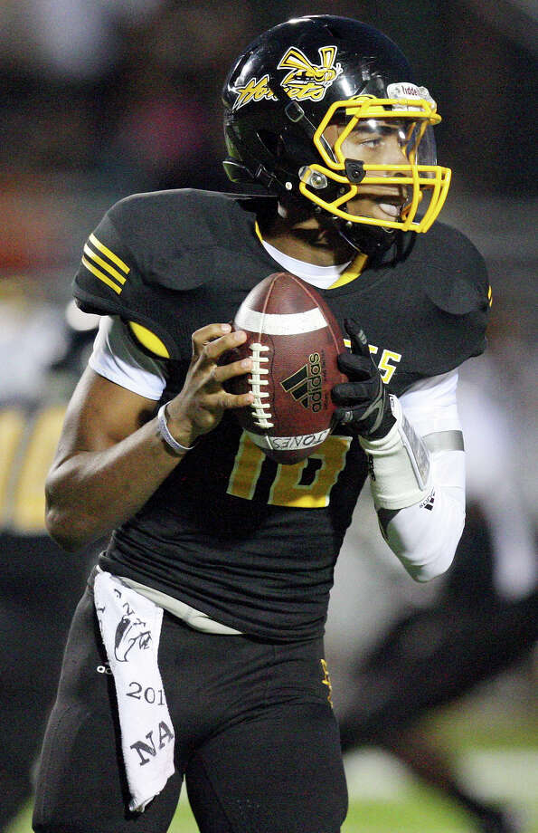 28-5A: East Central quarterback Jeremy Jones will head up the Hornets move to a spread offense. Photo: Edward A. Ornelas, Express-News / © 2012 San Antonio Express-News