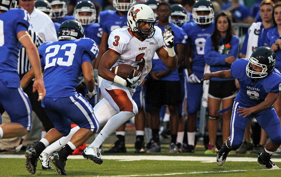 Maverick receiver  Dannon Cavil rolls on the left as Madison plays New Braunfels at New Braunfels Stadium on September 14, 2012. Photo: Tom Reel, Express-News / ©2012 San Antono Express-News
