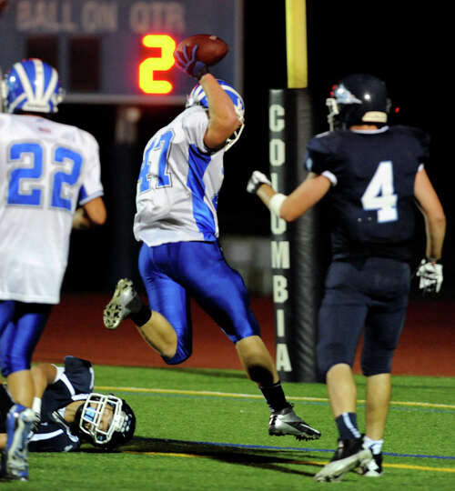 Shaker's Ryan Griffin (47), center, runs into the end zone for a first-half touchdown during their f
