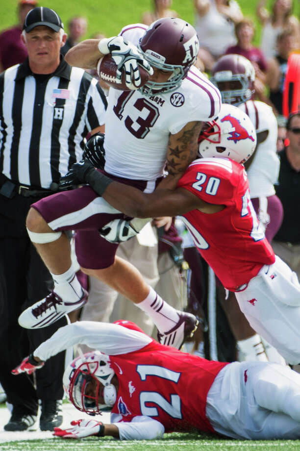 Texas A&M wide receiver Mike Evans is pushed out of bounds by SMU defensive backs Ryan Smith and Kenneth Acker. Photo: Smiley N. Pool, Houston Chronicle / © 2012  Houston Chronicle
