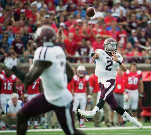 Texas A&M quarterback Johnny Manziel (2) fires a touchdown pass to wide receiver Uzoma Nwachukwu during the second quarter of an NCAA football game against Southern Methodist at Ford Stadium, Saturday, Sept. 15, 2012, in Dallas. Photo: Smiley N. Pool, Houston Chronicle / © 2012  Houston Chronicle