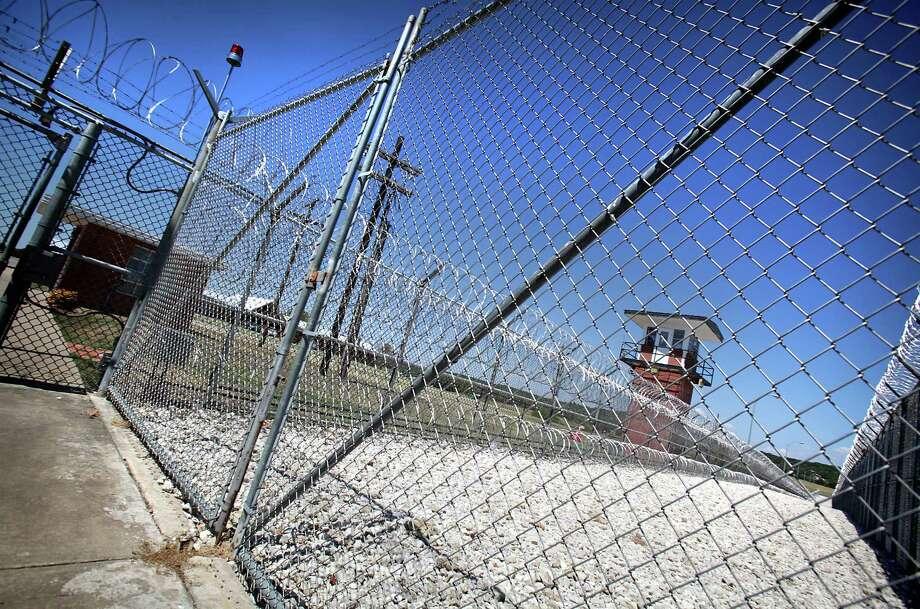 Kristie Mayhugh, 39, is at Mountain View Unit, in Gatesville, TX. September 5, 2012. Photo: BOB OWEN, San Antonio Express-News / © 2012 San Antonio Express-News