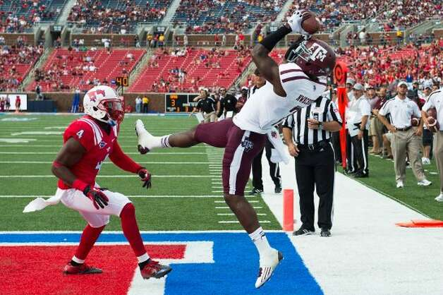 Texas A&M wide receiver Uzoma Nwachukwu (7) hauls in a touchdown as Southern Methodist defensive back Jeremy Gray (4) defends during the second half of an NCAA football game at Ford Stadium, Saturday, Sept. 15, 2012, in Dallas.  Texas A&M won the game 48-3.( Smiley N. Pool / Houston Chronicle ) (Houston Chronicle)