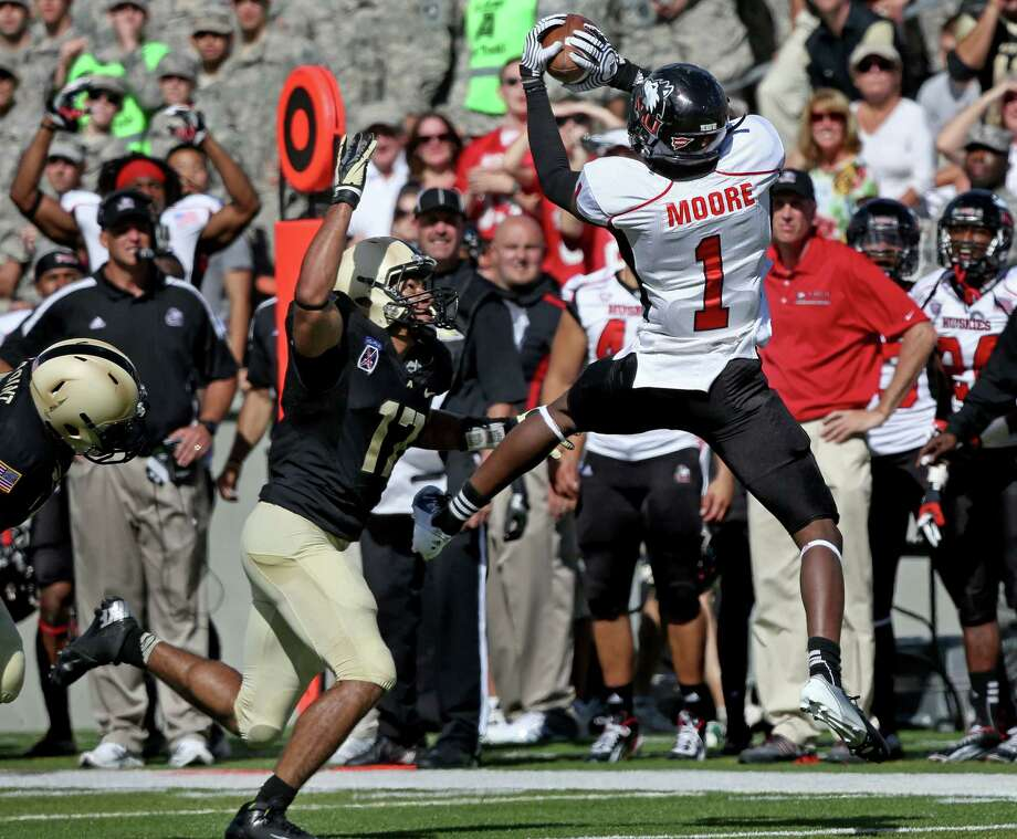 Orange Bowl, Jan. 1, Northern Illinois vs. Florida State: Northern Illinois senior wide receiver Martel Moore (1) is from Warren.Caption: Northern Illinois' Martel Moore catches a pass over Army's Tyler Dickson on a drive that lead to the winning touchdown late in the second half in an NCAA college football game in West Point, N.Y., on Saturday, Sept. 15, 2012. Nothern Illinois won 41-40. (AP Photo/Craig Ruttle) Photo: Craig Ruttle, Associated Press / FR61802 AP