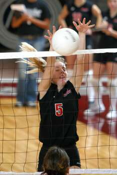 Andrea Martineau of the University of Incarnate Word Crusaders Volleyball team.Nov. 22 , 2002. Photo: Express-News / UIW