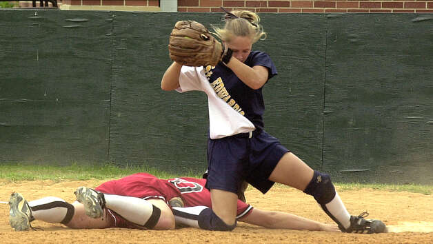 Incarnate Word Michelle de la Cruz gets tagged out as by St Edwards Ashley Self as she tries to get back on first. DELCIA LOPEZ/EXPRESS-NEWS Photo: DELCIA LOPEZ, Express-News / en