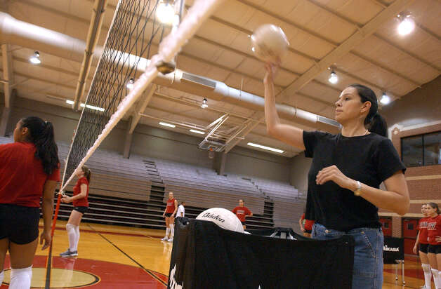 New volleyball head coach for the University of the Incarnate Word, Jennifer Sanchez Montoya, oversees practice on Tuesday, September 9, 2003. Montoya turned to coaching a stint in professional volleyball and playing collegiately for the University of Florida. Montoya also graduated from Providence High School. (Kin Man Hui/staff) Photo: KIN MAN HUI, Express-News / SAN ANTONIO EXPRESS-NEWS
