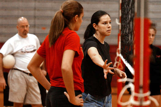 SPORTS - New volleyball head coach for the University of the Incarnate Word, Jennifer Sanchez Montoya, oversees practice on Tuesday, September 9, 2003. Montoya turned to coaching a stint in professional volleyball and playing collegiately for the University of Florida. Montoya also graduated from Providence High School. (Kin Man Hui/staff) Photo: KIN MAN HUI, Express-News / SAN ANTONIO EXPRESS-NEWS