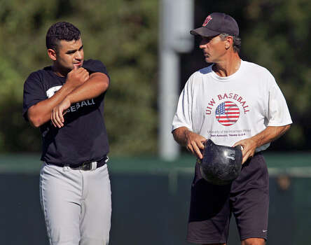 UIW baseball coach Danny Heep, right, talks Friday afternoon Oct. 21, 2005 to first baseman Joe Villa during a UIW game. Heep pitched for the Astros from 1979 to 1982. (WILLIAM LUTHER/STAFF) Photo: WILLIAM LUTHER, Express-News / SAN ANTONIO EXPRESS-NEWS