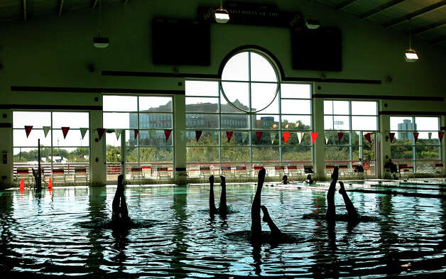 Members of the UIW synchronized swimming team practice Wednesday afternoon Nov. 16, 2005 at the UIW natatorium. (WILLIAM LUTHER/STAFF) Photo: WILLIAM LUTHER, Express-News / SAN ANTONIO EXPRESS-NEWS