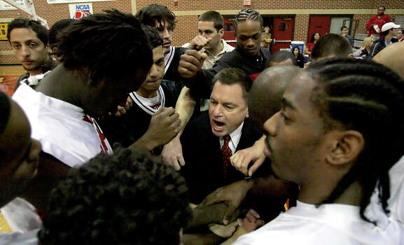 UIW coach Ken Burmeister huddles with this team Tuesday evening Nov. 21, 2006 before the start of their home opener against Midwestern State. (WILLIAM LUTHER/STAFF) Photo: WILLIAM LUTHER, Express-News / San Antonio Express-News