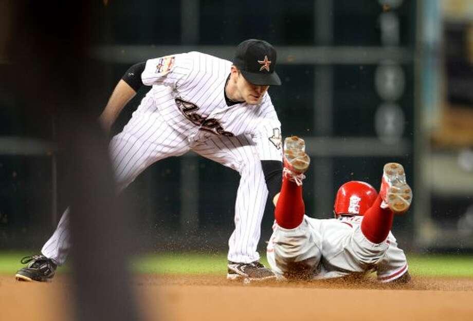 Phillies left fielder Juan Pierre (10) steals second base during the first inning.  ( Karen Warren / Houston Chronicle ) (Karen Warren / Houston Chronicle)