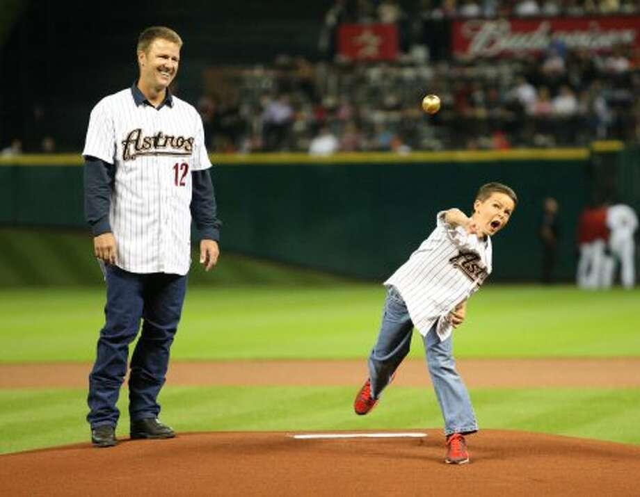 Former Astros player, Jeff Kent watches his son, Kaeden, 9, throw out the first pitch.  ( Karen Warren / Houston Chronicle ) (Karen Warren / Houston Chronicle)